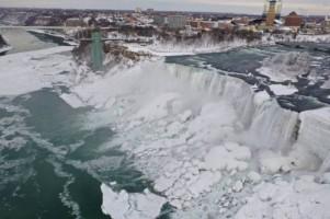Suhu Minus 18 Derajat, Air Terjun Niagara Membeku