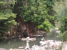 Sungai di Bandar Lampung Sumbang Sampah Cemari Teluk Lampung