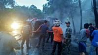 Tabrakan, Truk Pengangkut Elpiji-Xpander Hangus Terbakar