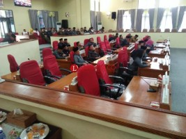 Tak Kuorum, Paripurna Pandangan Umum Fraksi DPRD Lambar Jalan Terus