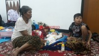 Takut Gempa Susulan, Warga Bertahan di Pemprov
