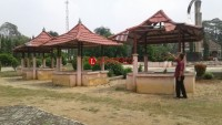 Taman di Gedung Dalem Batanghari Nuban Terkesan Tak Terawat