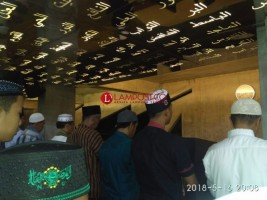Tarawih Pertama di Masjid Baitusshobur 99 Cahaya