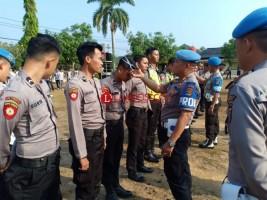Tegakkan Disiplin, Propam Potong Rambut 17 Personel Polres Way Kanan