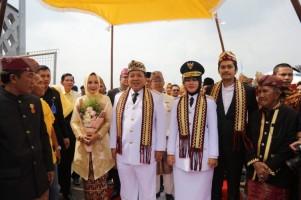 Tiba di Bandara, Gubernur dan Wagub Lampung Disambut Prosesi Adat