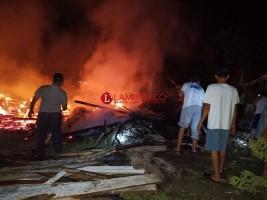 Tiga Kios di Pasar Kampung Serupa Indah Pakuanratu Terbakar