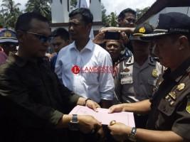 Tiga LSM Demo ke Kejari Minta Usut Diduga Korupsi Dana Bansos