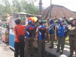 Tim Gabungan Gelar Penertiban Pedagang Kaki Lima di Lampura