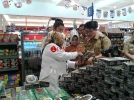 Tim Gabungan Sidak Keamanan Pangan di Supermarket