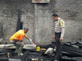 Tim Inafis Selidiki Penyebab Kebakaran Panglong Kayu dan Rumah Warga Kotaagung
