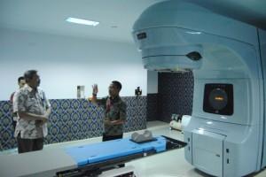 Tim Kemenkes Kunjungi Layanan Radioterapi RSUDAM