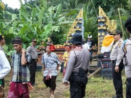 Tim Relawan Polres Tanggamus Amankan Perayaan Galungan dan Kuningan