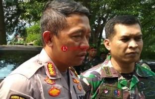 TNI Backup Polisi Amankan Rumah Pemenangan Paslon