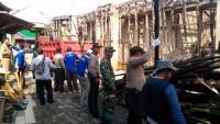 TNI Polri Bantu Bersihkan Sisa Puing Ponspes, Penyebab Kebakaran Masih di Lidik