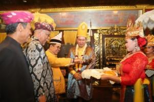 Tommy Soeharto dapat Gelar Adat dari Kesuttanan Kedatuan Keagungan Lampung