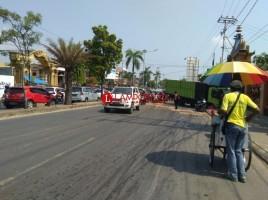 Truk Besar Melintang di Jalan Kota Sebabkan Kemacetan Parah