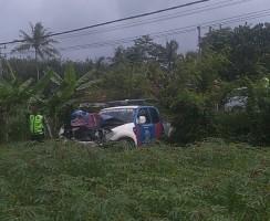 Truk dan Mobil Patroli Tabrakan 'Adu Kambing' di Jalan Lintas Timur