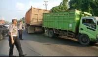 Truk Patah AS di Jalan Lintas Tengah Sumatera Dievakuasi Petugas