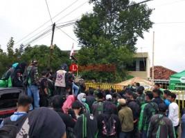 Tuntut Asuransi dan Insentif, Ratusan Driver Ojol Demo di Kantor Grab