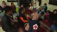 UKM KSR PMI Unila Bantu Korban Tsunami Lamsel