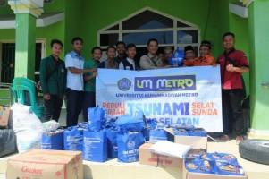 UM Metro Salurkan Bantuan Korban Tsunami di Lamsel