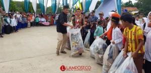 Umar Ahmad Lelang Sampah di Komplek Dunia Akhirat