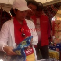 Usai Ikuti Kirab Obor Asian Games, Menteri BUMN Borong Batik Lampung