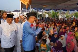 Usai Salat Iduladha di Enggal, Besok Gubernur Serahkan Sapi 1,2 Ton dari Jokowi