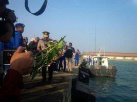 Wakapolda Pimpin Upacara Ziarah Tabur Bunga ke Laut