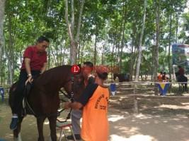 Wakil Bupati Lamtim Berdebar Kali Pertama Menunggang Kuda