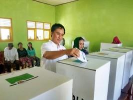 Wakil Bupati Tulangbawang Coblos di TPS Bujungtenuk