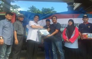 Wakil Rektor I Unila Serahkan Bantuan Peduli Tsunami