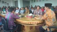 Wali Kota Herman HN Berikan Bantuan Kepada 49 KK Terdampak Banjir