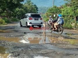 Warga Berharap Perbaikan Jalan Rusak Jadi Prioritas Pada 2019