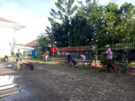 Warga CempedakGotong Royong Renovasi Masjid Jamik