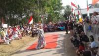 Warga Desa Manfaatkan Limbah dalam Pawai Budaya