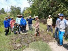 Warga Desa Tanjungmas Jaya Gotong Royong Bersihkan Lingkungan