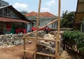 Warga Durian Payung Keluhkan Aktivitas Pembangunan Jembatan Penghubung