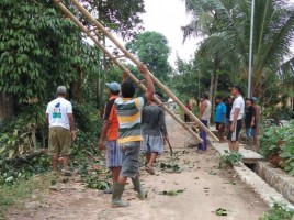 Warga Dusun 2 Desa Sabahbalau Gotong Royong Lebarkan Jalan