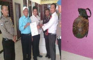 Warga Dusun Sukajaya Serahkan Granat Yang Ditemukan Dikebunnya ke Polsek Kedondong