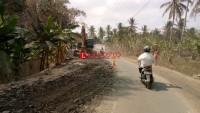 Warga Keluhkan Debu Perbaikan Jalan Poros Palas