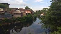 Warga Khawatir Luapan Sungai Banjiri Pemukiman