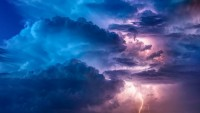 Waspada Hujan Lebat di 8 Wilayah Ini