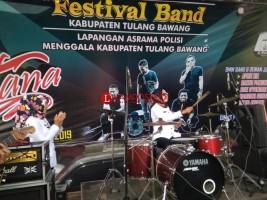 Winarti Buka Festival Band Piala Bergilir Bupati