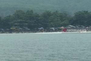 Wisatawan di Pantai Karanghawu Sukabumi Diserang Ubur-ubur