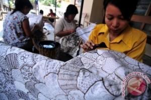 Wow! Batik Indonesia Diborong Delegasi IMF-World Bank