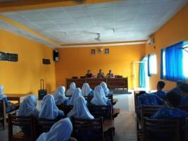 Wujudkan Generasi Muda Taat Aturan Hukum, Polres Lampura Gelar Sosialisasi Kenakalan Remaja di SMA Bhayangkari