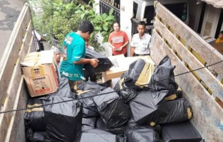 Yayasan Rebung Cendani Donasikan Satu Truk Buku ke Tim Literasi Lambar