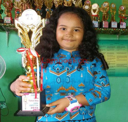 LAMPUNG POST | Anindia Juara Peragaan Busana