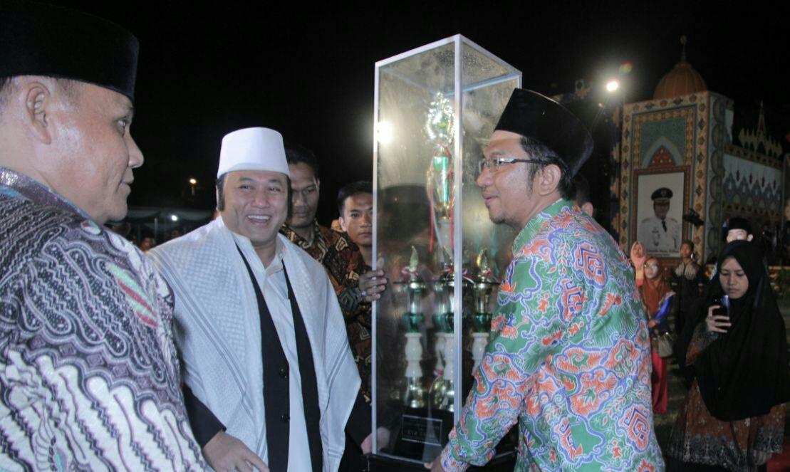 LAMPUNG POST   Kafilah Kecamatan Kalianda Juara Umum MTQ ke-47 Lamsel